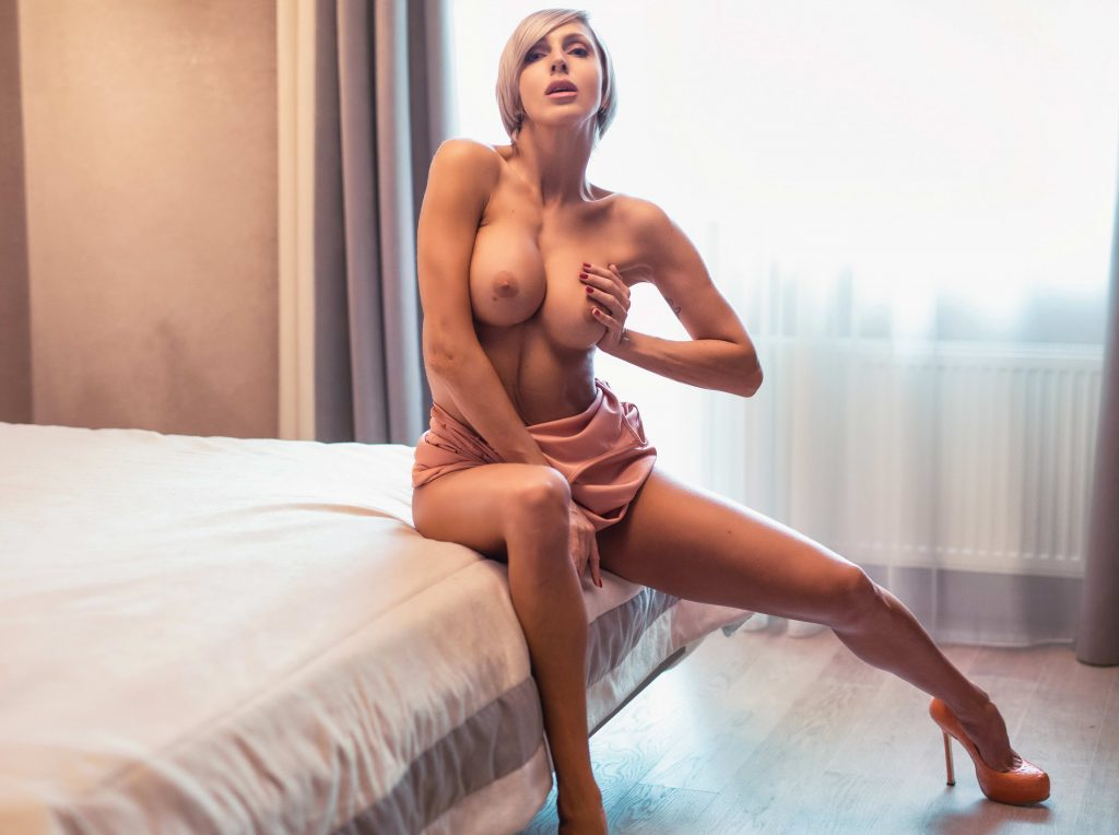 cheap London escorts With Sexy Silicon Boobs